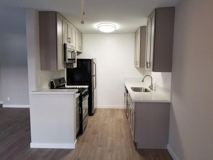 Newly Remodeled Kitchen in Federal Ave Apartments in Sawtelle, California