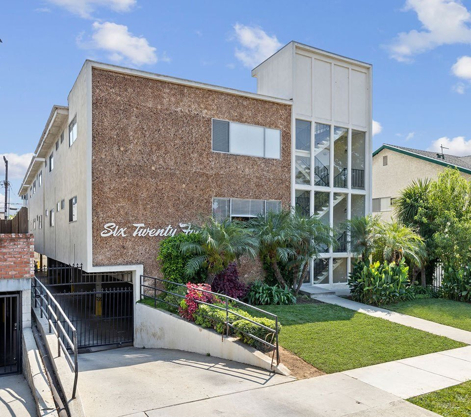 Front Exterior of Wilson Apartments in Los Angeles, CA