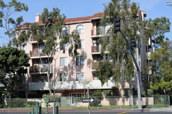 1621 Venice Blvd. 2 Beds Apartment for Rent Photo Gallery 1