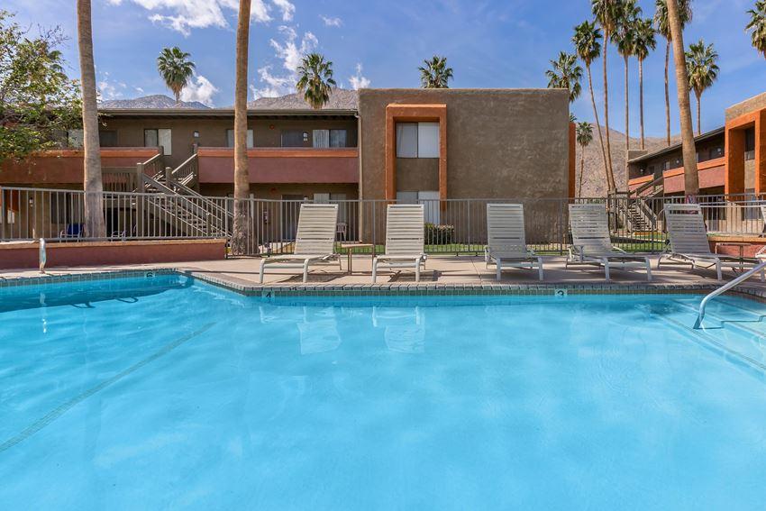 La Ventana pool and building