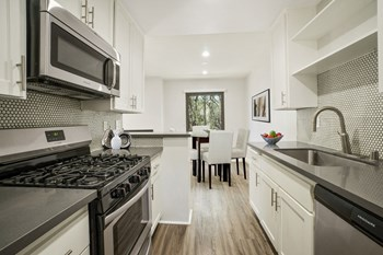 6615-6621 W 86Th Pl 1 Bed Apartment for Rent Photo Gallery 1