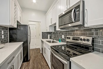 15215 Victory Blvd. Studio Apartment for Rent Photo Gallery 1