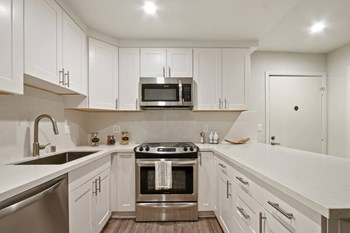 3201 Overland Avenue 2 Beds Apartment for Rent Photo Gallery 1