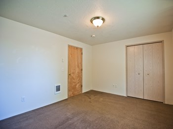 205 Green Lane 2 Beds Apartment for Rent Photo Gallery 1