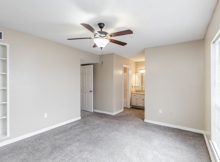 living room with ceiling fan and built-in bookcase at Hampton House Apartments, Jackson, MS