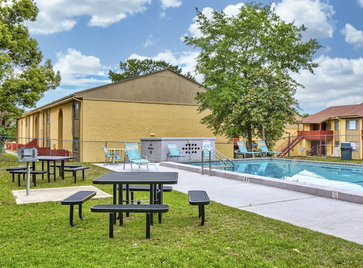 BBQ and picnic area beside pool at Reserve at Midtown Apartments, Tallahassee, 32303
