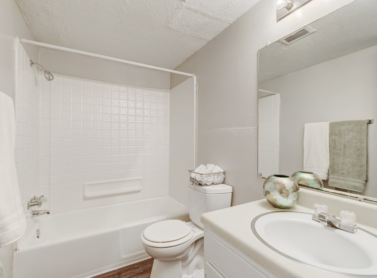 bathroom with tile-style tub surround at Reserve at Midtown Apartments, Tallahassee, 32303
