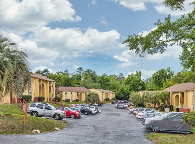 beautifully landscaped apartments with ample parking at Reserve at Midtown Apartments, Tallahassee, Florida