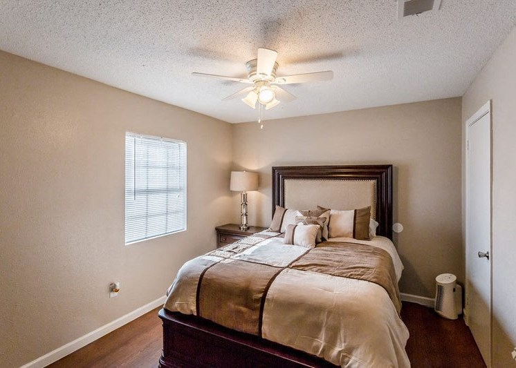 large bedroom with ceiling fan with overhead lighting