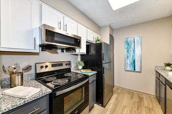 1000 Eagle View Drive 3 Beds Apartment for Rent Photo Gallery 1