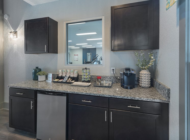 Coffee and tea bar in the clubhouse at The Retreat at Lakeland Apartments, Florida, 33809