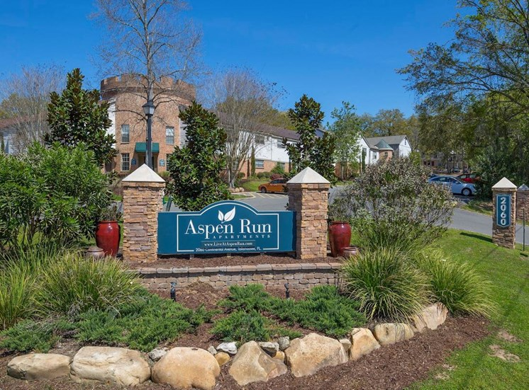 Signage at entrance to Aspen Run Apartments in Tallahassee
