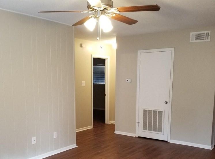 ceiling fan in living room at Aspen Run Apartments