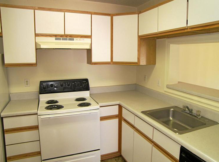 Kitchen with White Cabinets at Autumn Ridge Apartments, Memphis