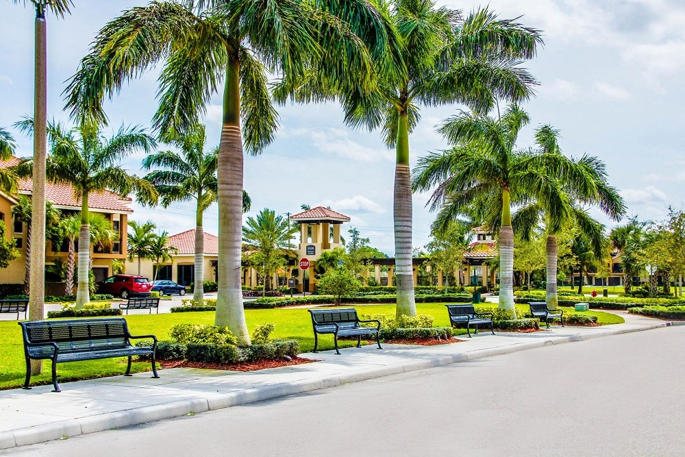 Oasis Delray Beach Apartments | Landscaped Grounds