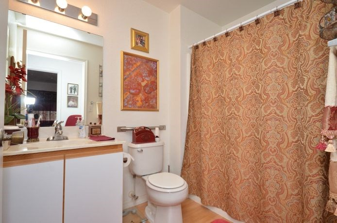 Bathroom With Bathtub at River Park Place Apartments, Vero Beach, Florida