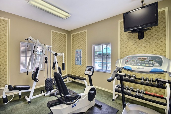 Fitness Center With Free Weights at River Park Place Apartments, Florida