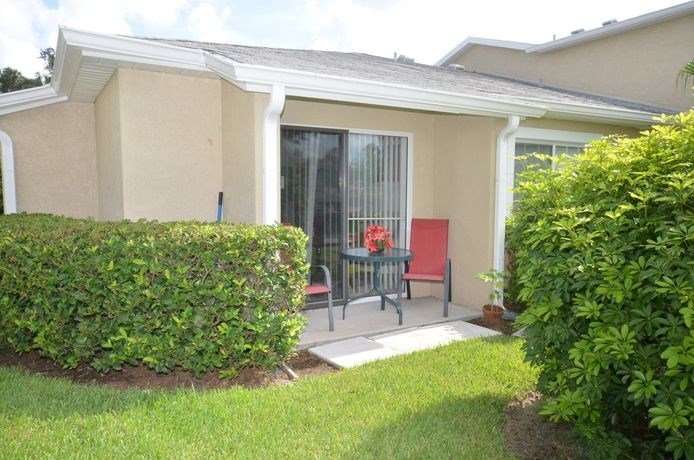 Patio With Table Chair at River Park Place Apartments, Vero Beach, FL