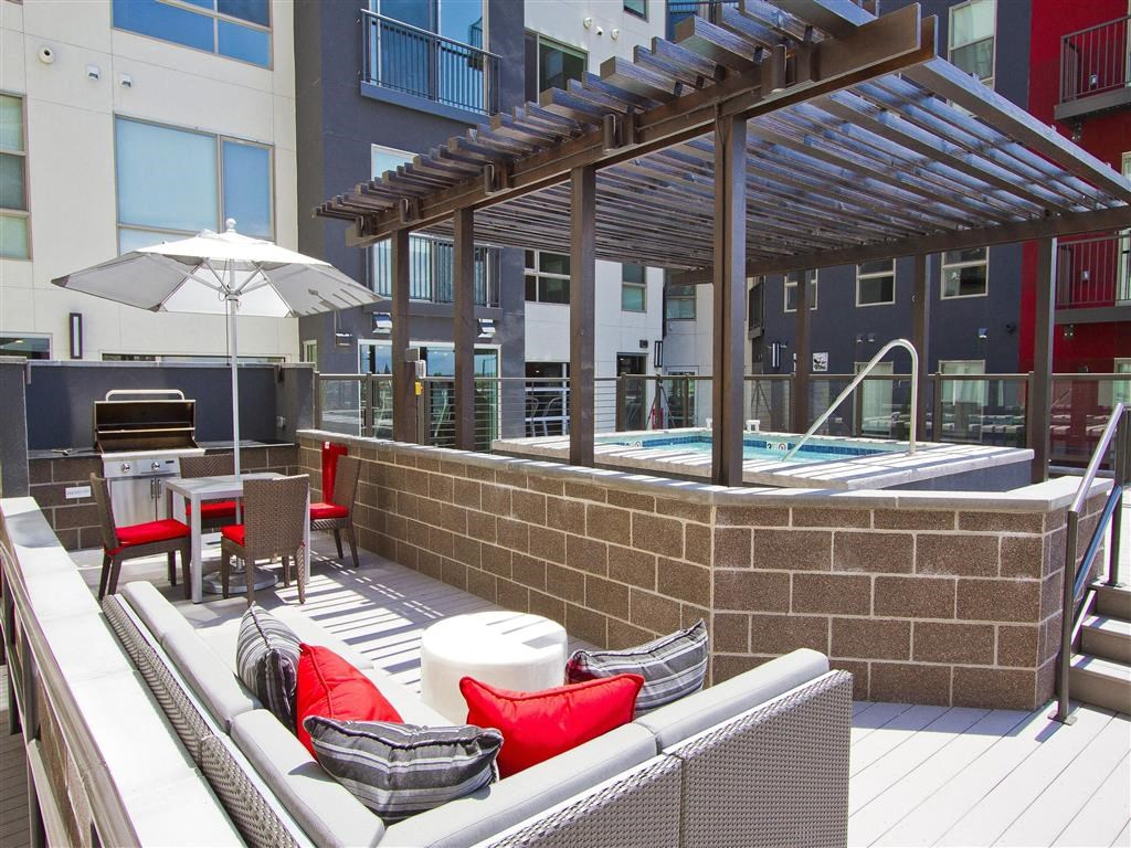 Via Apartments   Rooftop Lounge with Spa