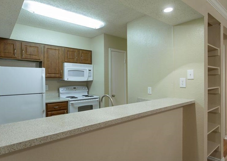 Kitchen with breakfast bar, flourescent