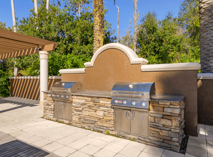 Outdoor gas grilling station
