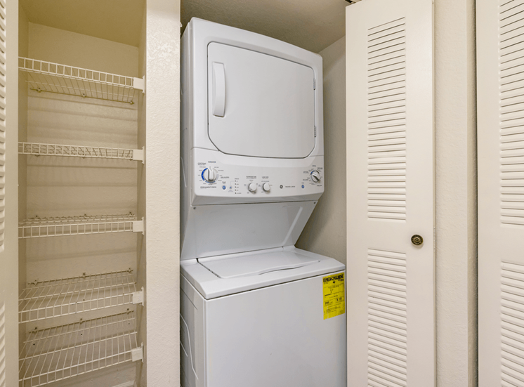 Stackable washer and dryer connections