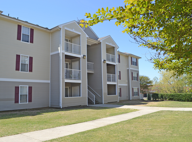 Building Exterior with Sidewalk at Autumn Ridge Apartments, Tennessee