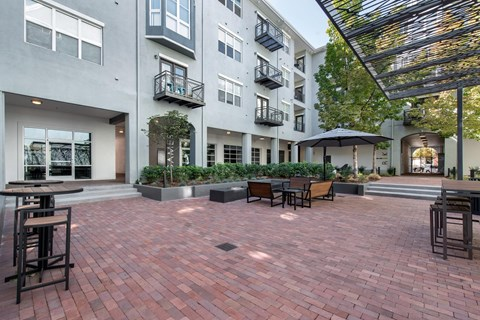 Uptown Square|Courtyard