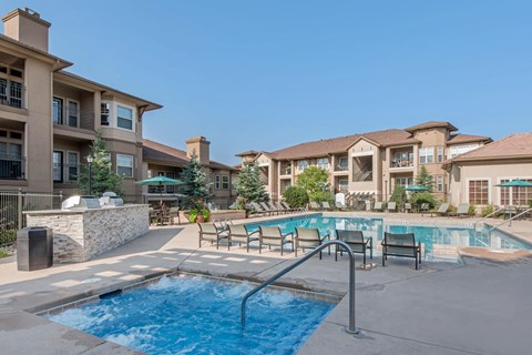 Talon Hill Apartments | Swimming Pool