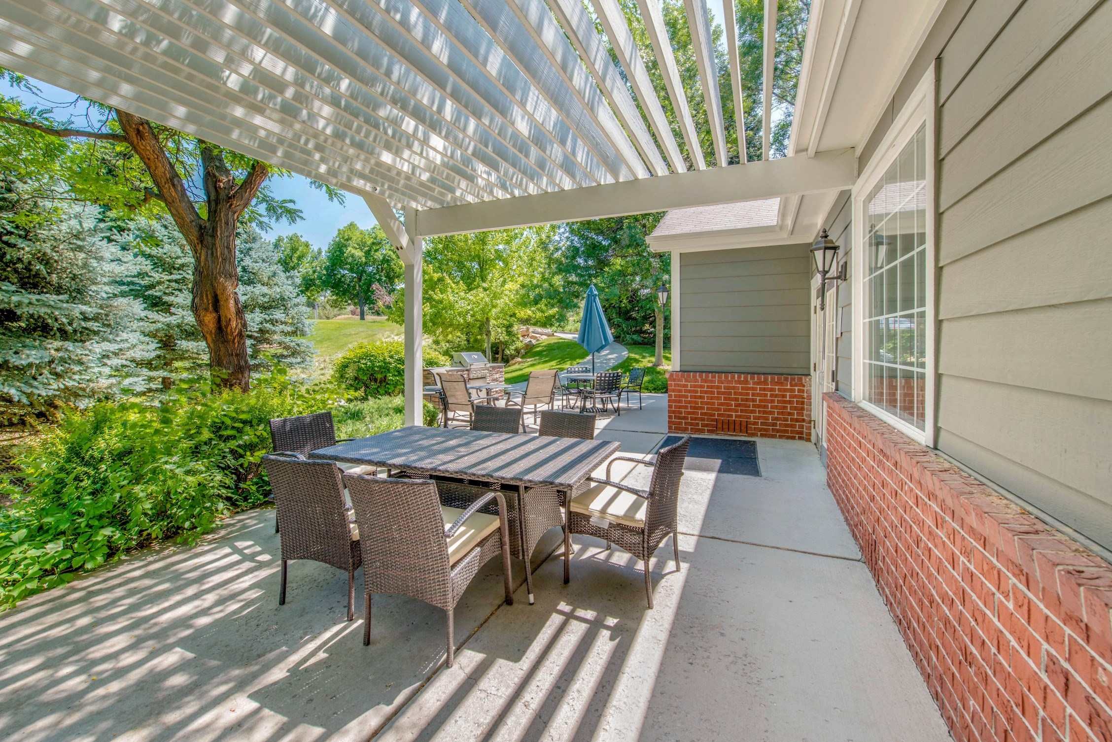 The Marks Apartment Homes | Pergola with Picnic Area