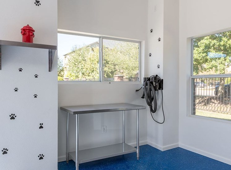 Dog Grooming Station with Metal Table and Shelf