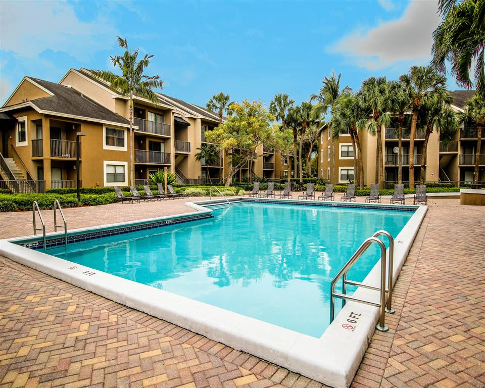 Hammocks Place Apartments | Resort Style Pool