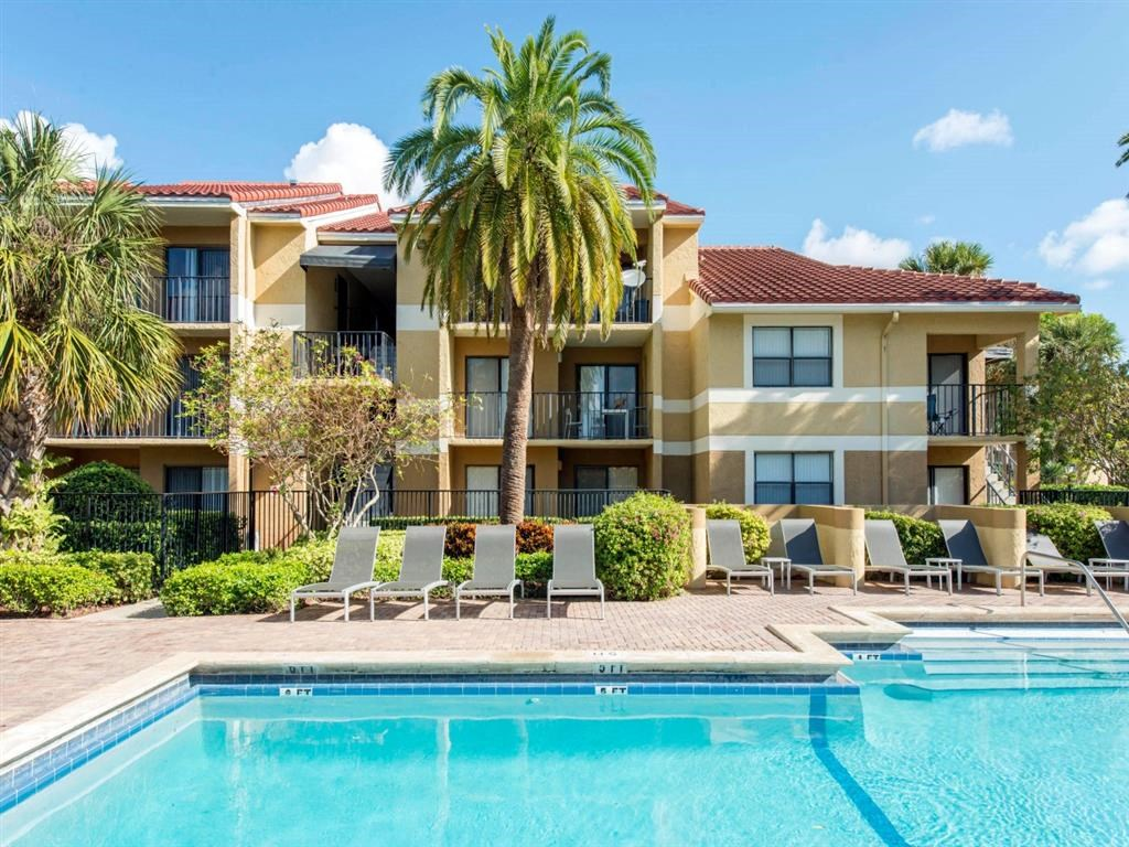 Kings Colony Apartments   Swimming Pool