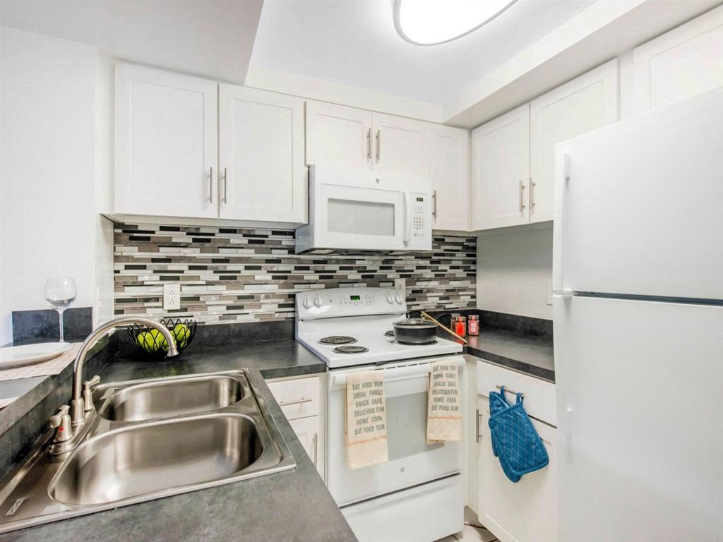 Kings Colony Apartments    Fully Equipped Kitchen