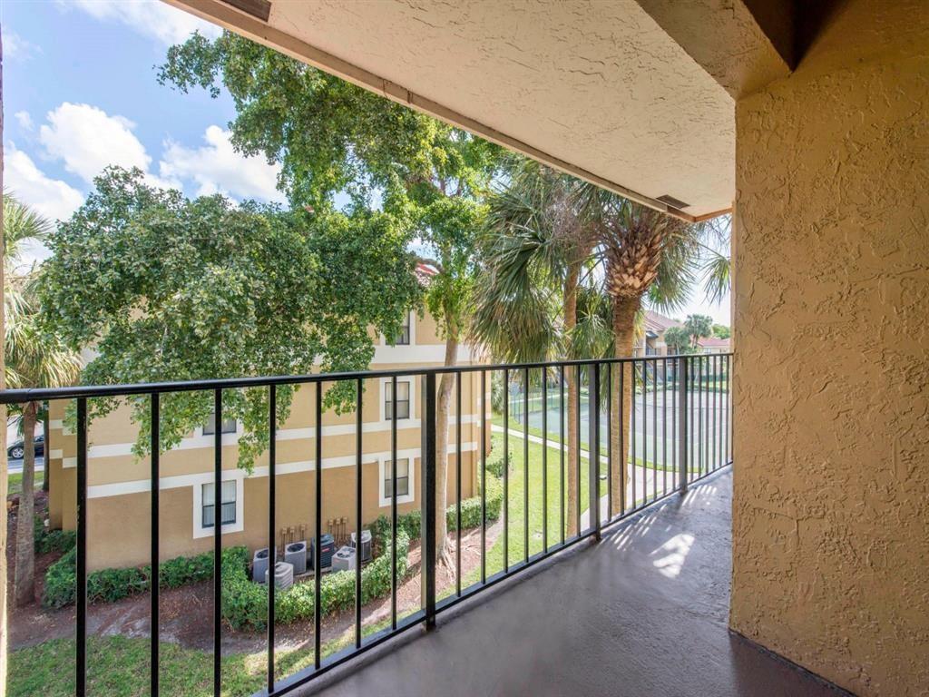 Kings Colony Apartments   Spacious Balcony