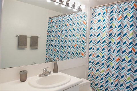 Miramar Lakes Apartments | Spacious Bathrooms