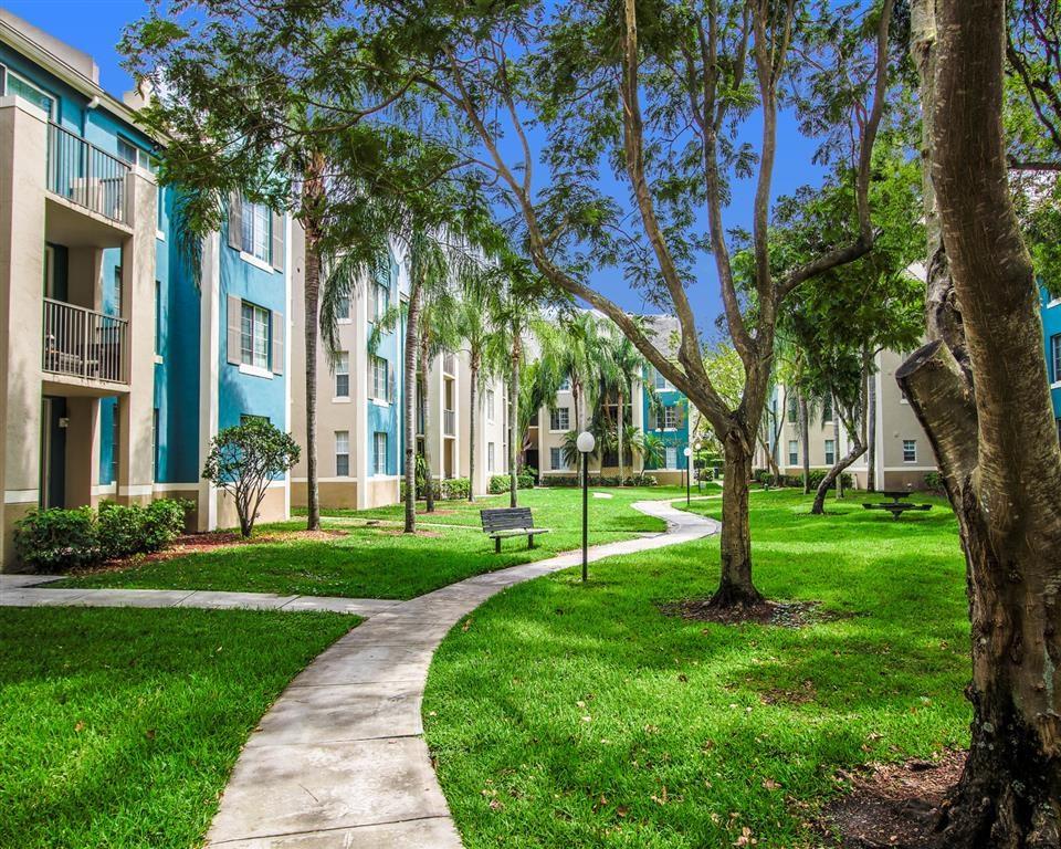 The Winston Apartments   Exterior