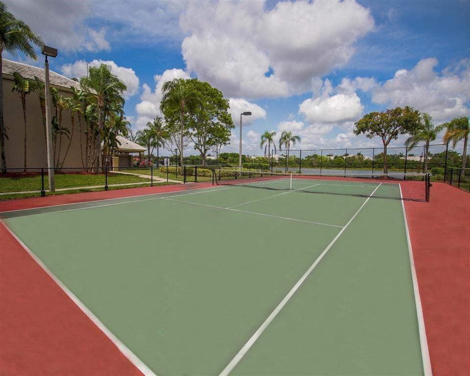 The Winston Apartments   Tennis Court