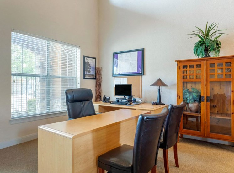 Leasing desk with chairs and a window in the background