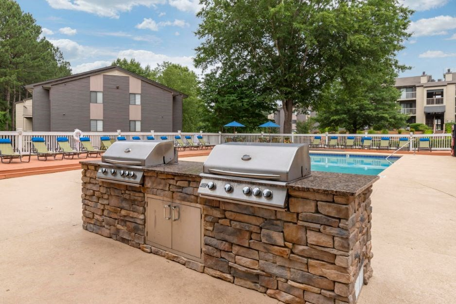 Pool with Grilling Stations