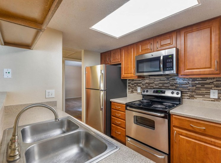 Cinnamon Park Apartments|Kitchen with Double Basin Sink