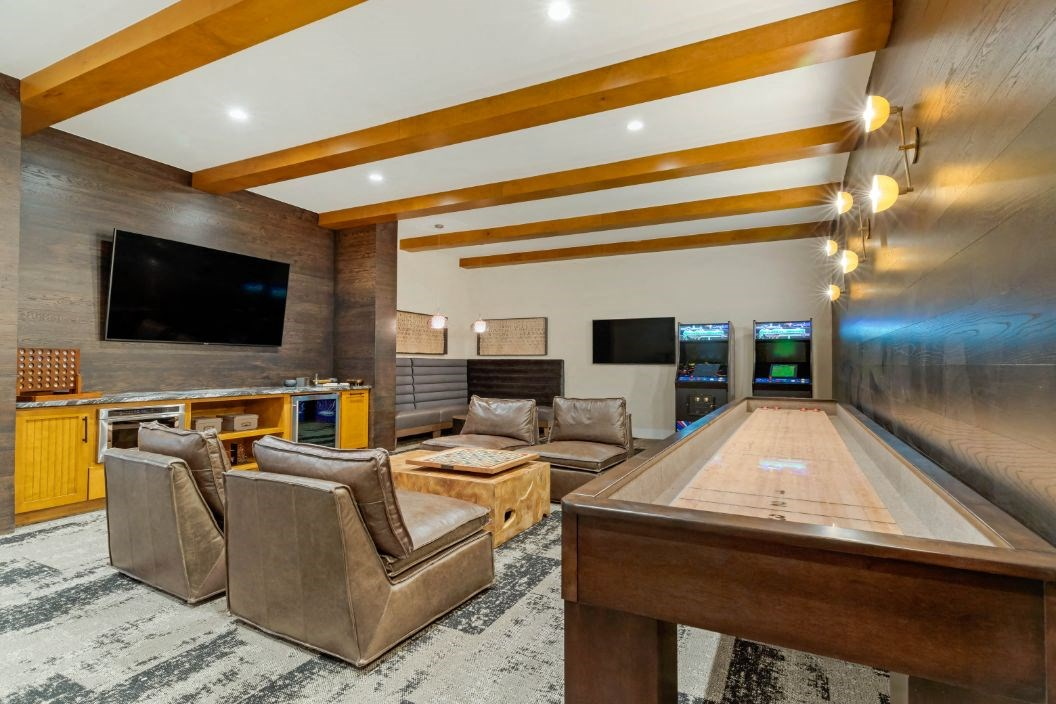 Resident Lounge w/ Billiards, Wi-Fi, and TV