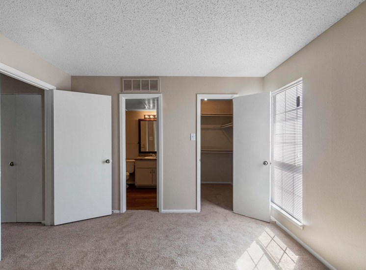 Spacious Bedroom with Walk-in Closet and En-suite Bathroom