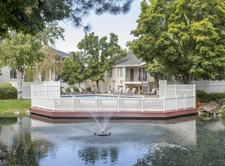 James Pointe Apartments | Lake with Water Feature