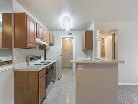 James Pointe Apartments | Kitchen with Breakfast Bar