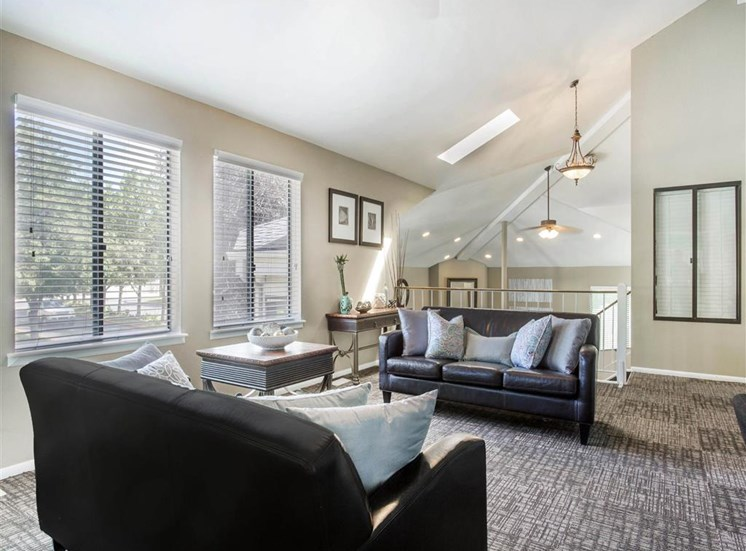 James Pointe Apartments | Clubhouse Lounge Area