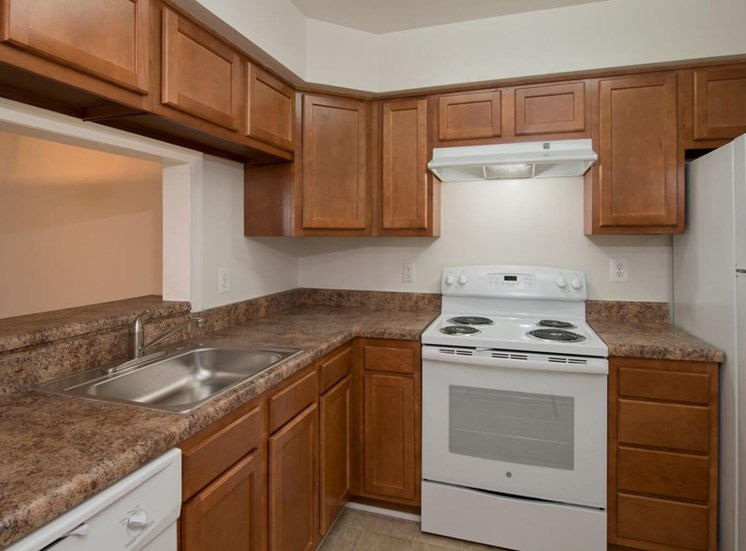 Fully Equipped Kitchen With Modern Appliances at Soldiers Ridge Apartments, Virginia