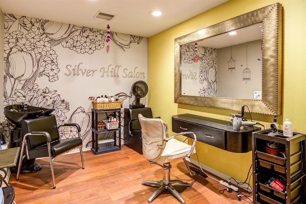 Silver Hill at Arboretum Apartments | Community Beauty Salon