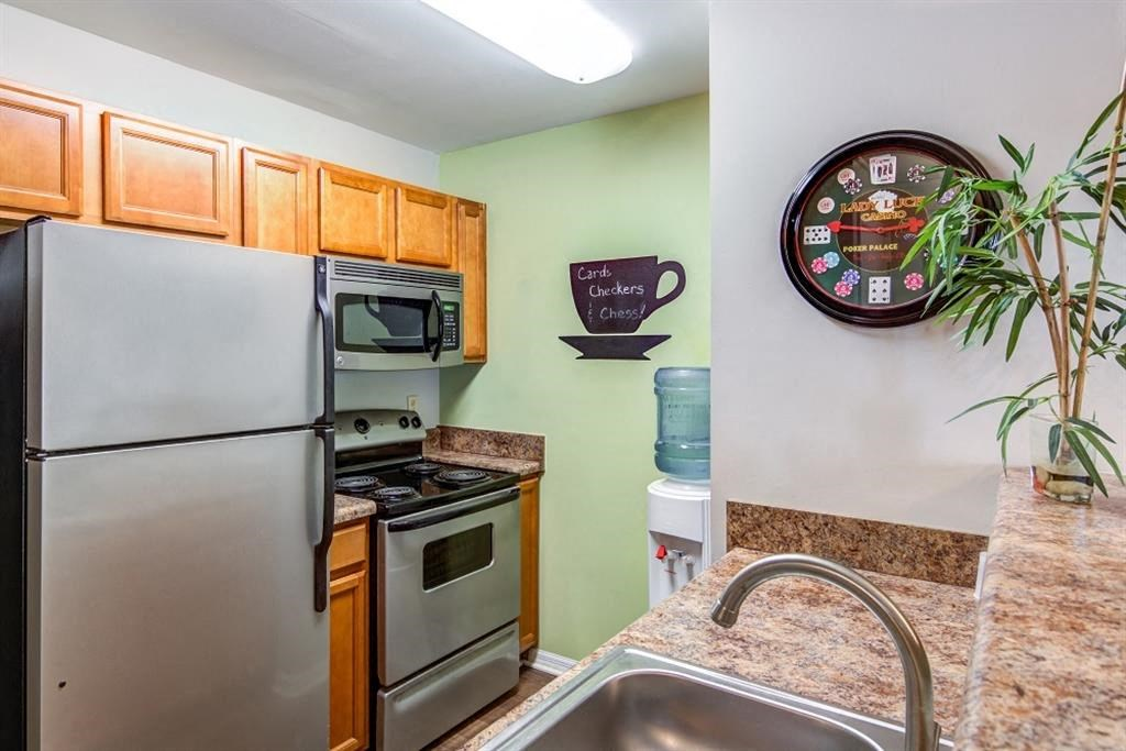 Silver Hill at Arboretum Apartments | Updated Kitchen