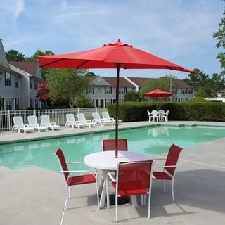 Umbrella With Table And Chairs Next To The Swimming Pool at Ocean Gate Apartments, Virginia